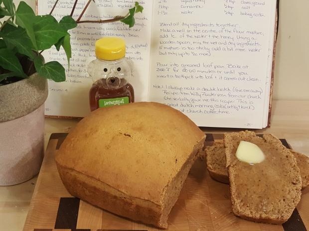 honey spice cake ontbijtkoek with butter